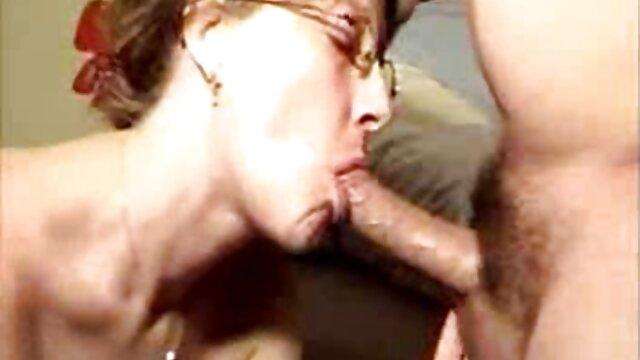 لیدی دی با یک اسباب بازی سوپر گروه سکسی در تلگرام جنسی از گربه انگشتی لذت می برد