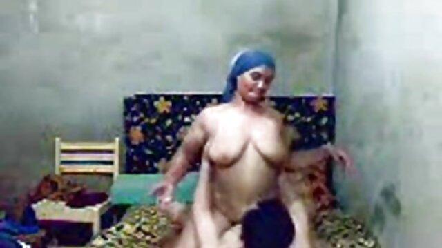 زن سوپر سکسی در تلگرام فاحشه کثیف جلوی شوهر خروس سیاه می گیرد