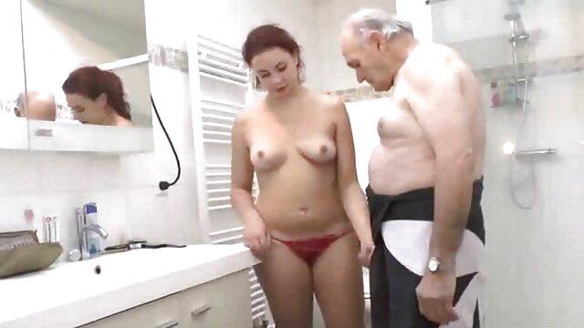 دختران آماتور با عینک کانال های فیلم سکسی در تلگرام در فضای باز سوراخهای مویی را لیس می زنند