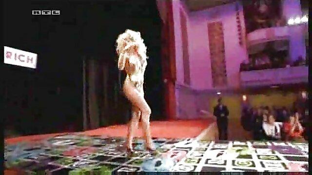 شخص سیاه پوست لاغر توسط MILF کانال سکس سوپر تلگرام سارا جی لعنتی می شود