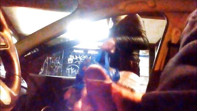 گاو گاو کانادایی ، شاندا فی ، ایدی کانال فیلم سوپر با یک شیر بز شاخدار سوار می شود