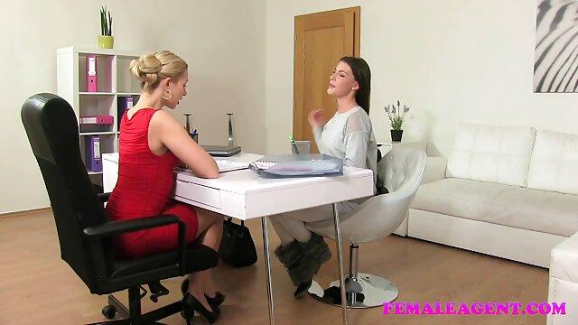 Busty Natasha با یک اسباب بازی خنده دار خوب بازی دانلود کانال تلگرام فیلم سوپر می کند