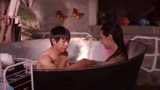 BDSM لزبین کنجکاو دوستانه سوپر گروه سکسی با یکدیگر بدن و احساسات