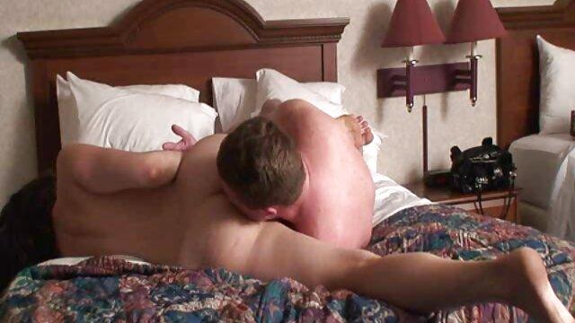 کورتنی تیلور برای اولین بار با بی بی سی رابطه برقرار کرد کانال سوپر سکسی