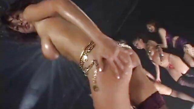 ابیگل برای جلب رضایت از یک استرپون بزرگ کانال تلگرام فیلم سکسی سوپر استفاده می کند !!
