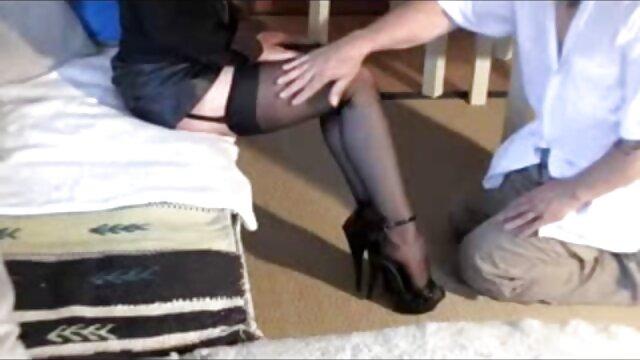 این لاتین یک سوراخ مقعدی سخت کانال تلگرام فیلم سکسی سوپر می گیرد